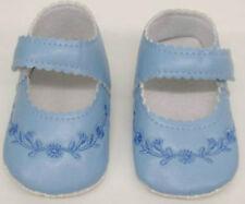 Premières chaussures bleues pour bébé