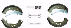 FORD FOCUS MK2 1.6 1.8 REAR BRAKE SHOES WITH FITTING KIT