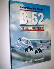 B-52 Stratofortress / Robert F. Dorr
