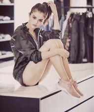 SELENA GOMEZ - SHOWING LOTS OF LEG !!!
