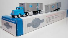 Bachmann Truck Cab & 2 x Boston & Maine Piggyback Trailers (42234)