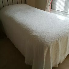 IVORY COTTON RICH BEDSPREAD, WITH RAISED FLORENTINA TYPE DESIGN.