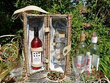 VINTAGE WICKER WINE/PICNIC/FESTIVAL/CAMPING/CAMPER BOTTLE & 2 x GLASS CARRIER.