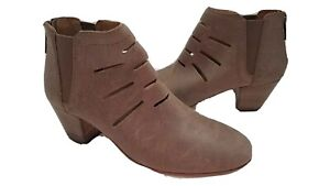 Aquatalia by Marvin women ankle boots tan leather Freida Cutout short Bootie 9.5
