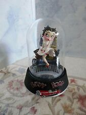 """BETTY BOOP FIGURINE """"COOL BREEZE"""" 1996 Glass Dome Hand Painted & Numbered"""