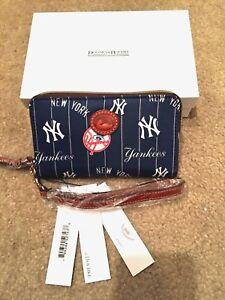 NIB Dooney and Bourke MLB Nylon Yankees Zip Around Phone Wristlet