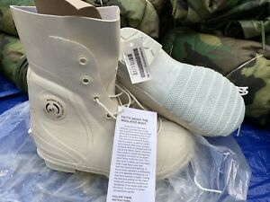 US. MILITARY ISSUE MICKEY MOUSE BUNNY BOOTS SIZE 5W COLOR WHITE,NEW