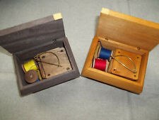 10 Brettchen zum Brettchenweben in kleiner Truhe Mittelalter tablet weaving