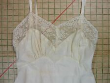 BaRgAiN BiN : Styled by CAREER vintage 40s 50s ivory slip gorgeous lace XS