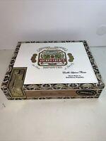 Vintage  Arturo Fuente 20 Cigars Cubanitos  Dominican Republic, Wooden Cigar Box