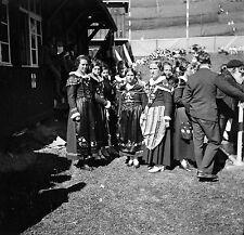 SUISSE c. 1953 - Femmes Costumes Traditionnels Engadine - Négatif 6 x 6 - Sui 69