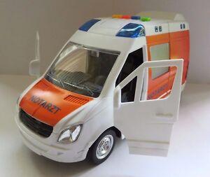 großer Rettungswagen Krankenwagen mit Blaulicht, Sirene, 4 x Sound und Friktion