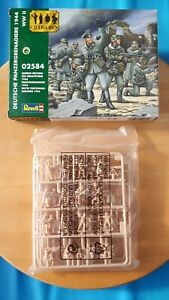 Revell 1/72 WW2 German Mechanised Infantry 1944 figures set 02584 boxed on sprue