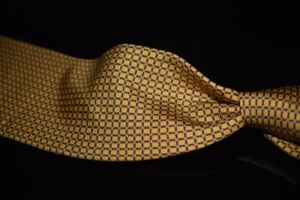 Brooks Brothers Makers Brass Gold Italian Silk Red Linked Geometric Rings Tie NR