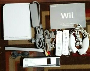 Nintendo WII White System/Hook-Ups/Bar/Controllers/Game/Nunchucks/Tested