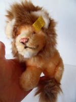 Steiff Lion small button flag stuffed animal made in Germany 1038