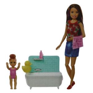 Mattel Barbie Puppe Spielset Skipper Babysitter Badespaß mit zubehör Bad Puppen
