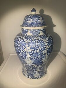 Large antique Chinese blue and white porcelain urn Kangxi style, probably 19th C