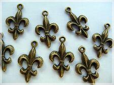 8 Anhänger fleur de lis in Vintage bronze