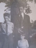 VINTAGE FUNNY UNUSUAL YOUNG BOYS MIDDLE FINGER FLIP OFF BROTHERS OLD PHOTO