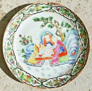 Assiette Ancienne En Porcelaine De Chine.