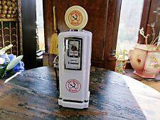 GAS PUMP CLOCK RADIO, VINTAGE STYLE WHITE ROADRUNNER GASOLINE, PETROL #091