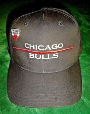 RARE CHICAGO BULLS NBA HAT & PIN 1996 SNAPBACK VINTAGE BLACK & RED JORDAN OLD