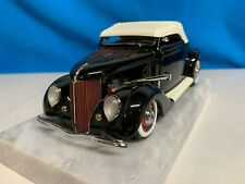 Danbury Mint 1936 Ford Deluxe Cabriolet Hot Rod, 1/24 scale. MIB