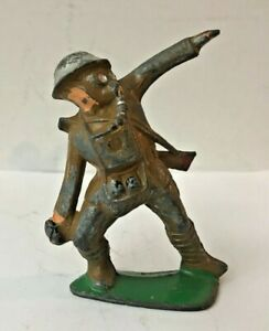 VINTAGE BARCLAY MANOIL LEAD SOLDIER:  GERNADE LAUNCHER GRENADER W GAS MASK  TOY