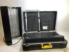 Kinoflo Diva 401 lampes avec étui et De rechange Ampoule Box