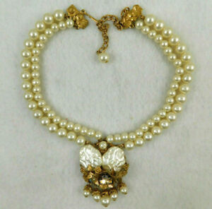 Vintage Miriam Haskell?? Gold Tone Faux Pearl Pendant Necklace