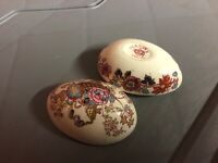 VINTAGE COLLECTABLE MASONS EGG TRINKET BOX OLD AS PICTURES RARE