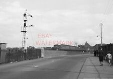 PHOTO  FORMER BARRY RAILWAY SOMERSAULT SIGNAL ON THE CAUSEWAY AT BARRY ISLAND WI