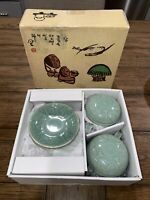 Vintage Porcelain Chinese 2 Covered Tea Cups And Strainer NEW Unused