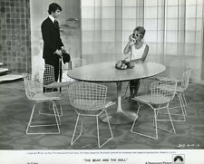 BRIGITTE BARDOT L'OURS ET LA POUPEE 1970 PHOTO ORIGINAL #6 TABLE EERO SAARINEN