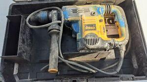 "DeWalt D25602 1-3/4"" Rotary Hammer Drill With Case"