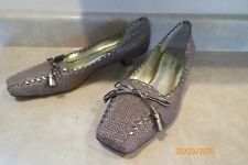 LAURA ASHLEY women's pumps heels shoes Browns/Gold fabric 8M