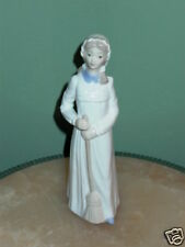 TENGRA Valencia Sweeper Girl Porcelain Figurine Spain