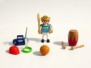 Playmobil 6466 - Junge mit Zubehör (Krone, Cap, Trommel, Radio, Indianer, Ball)
