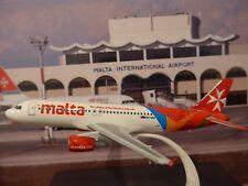 AirMalta Airbus A320 {9H-AEQ} Snap fit model 19 cms+ AirMalta pen 1:200 scale