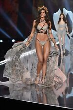 """Taylor Hill in a 11"""" x 17"""" Glossy Photo Poster 0187"""