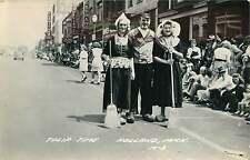 HOLLAND MICHIGAN TULIP TIME STREET VIEW PHOTO POSTCARD 1950s WOMEN & MAN W/ PIPE