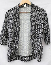 FOREVER 21 small BLACK and WHITE geometric pattern buttonless TOP 100% rayon
