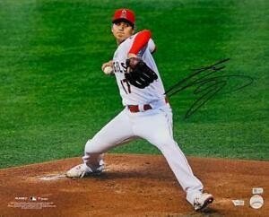 "SHOHEI OHTANI Autographed Angels ""Pitching"" 16"" x 20"" Photograph FANATICS"