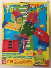 Wader Knuffie Land Bahnübergang-Set 16 Teile 50255 NEU