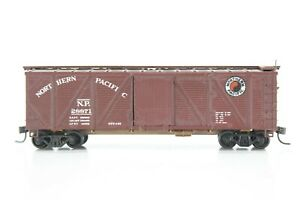 HO Walthers Northern Pacific Composite-Side 40ft SD Box Car