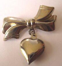broche bijou vintage nœud en relief pampille cœur  3D couleur argent *591