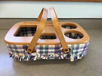 Longaberger Small Gathering Basket w/ Plaid Fabric Liner & Wood Travel Lid 1999