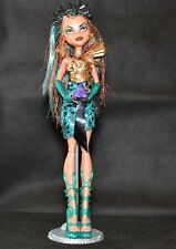 Monster High Boo York Boo York Nefera De Nile Dool w full Outfit and Accessories