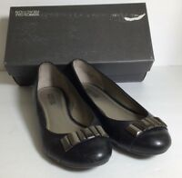 Women's Kenneth Cole Reaction Smart Love Black Leather Flat EUC with box